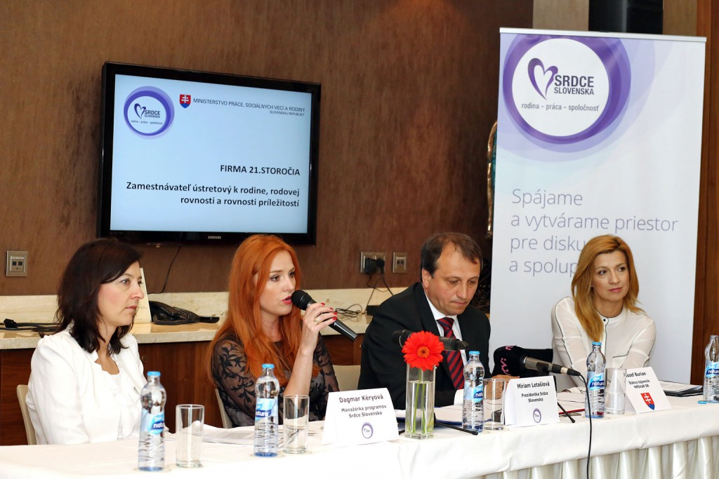 Forum-Firma-21.-storocia_Tlacova-konferencia