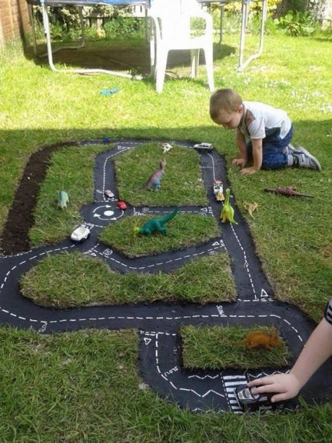 6012455-Backyard-Car-Track1-550x733-1470154367-650-4f5ebb547c-1471268392